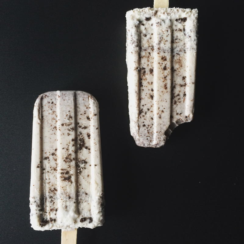 oreo cheesecake popsicle | www.nyssaskitchen.com