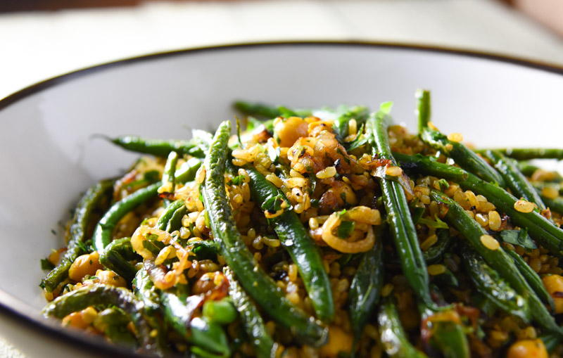 fried brown rice with chickpeas, green beans and herbs | www.nyssaskitchen.com