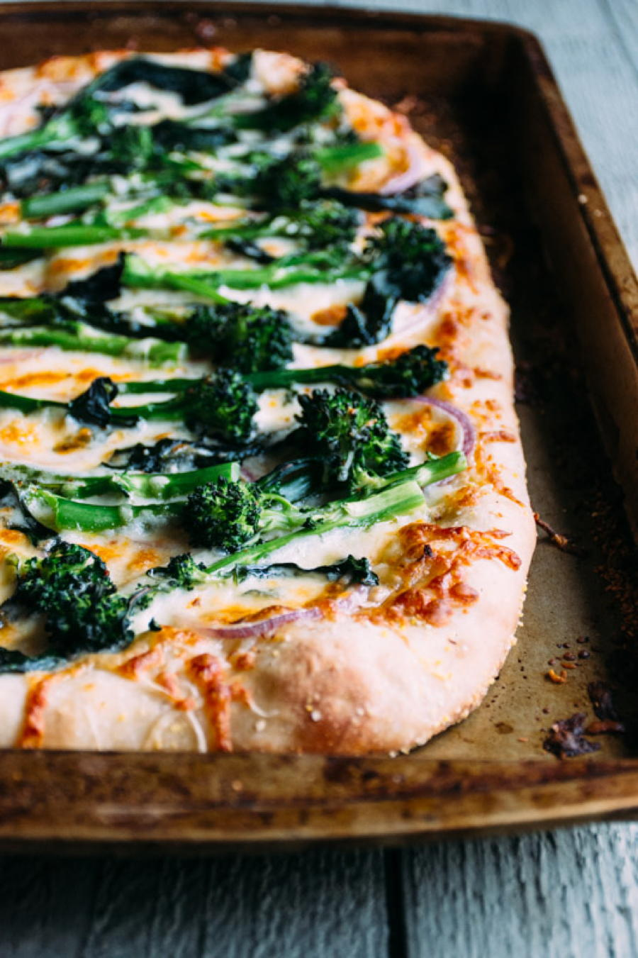 broccolini and red onion pizza | www.nyssaskitchen.com