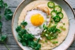 spicy cheddar grits with fried eggs | www.nyssaskitchen.com