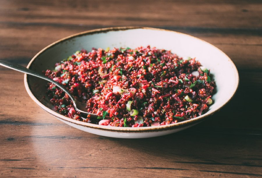 get your glowing goddess quinoa salad! a mega healthy and super simple recipe for a quinoa salad with grated beets, fresh parsley and thinly sliced green onion, all tossed together with a fresh and bright lemon + olive oil vinaigrette. Vegan, vegetarian, gluten free and goddess approved! | www.nyssaskitchen.com
