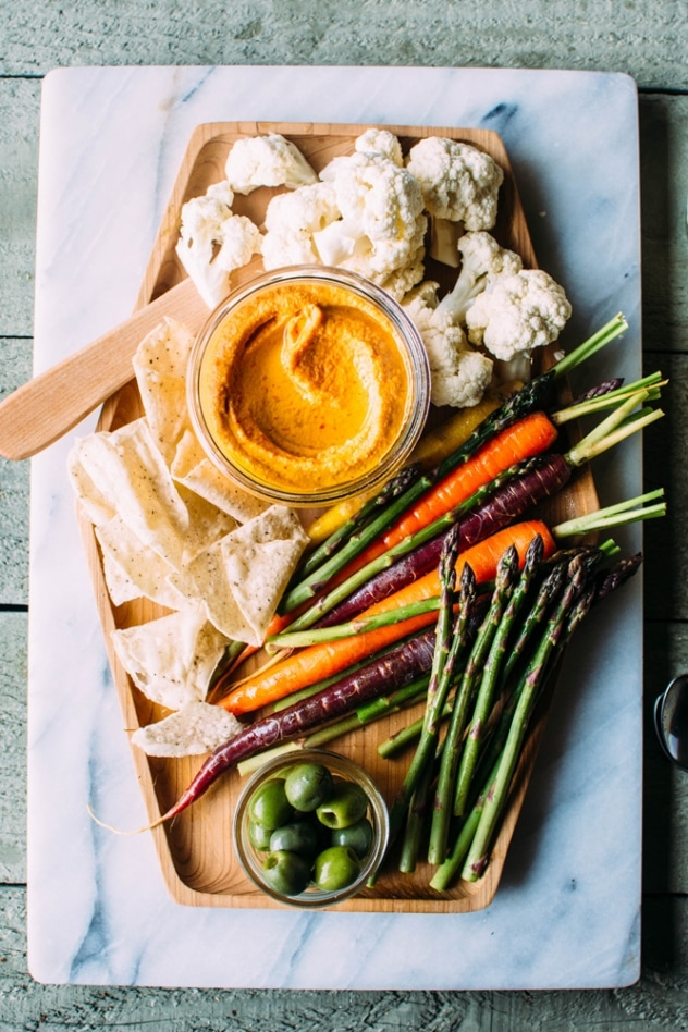 Paleo pimiento cashew cheese dip with fresh veggies for dipping is the perfect whole food + dairy free swap for a southern classic!