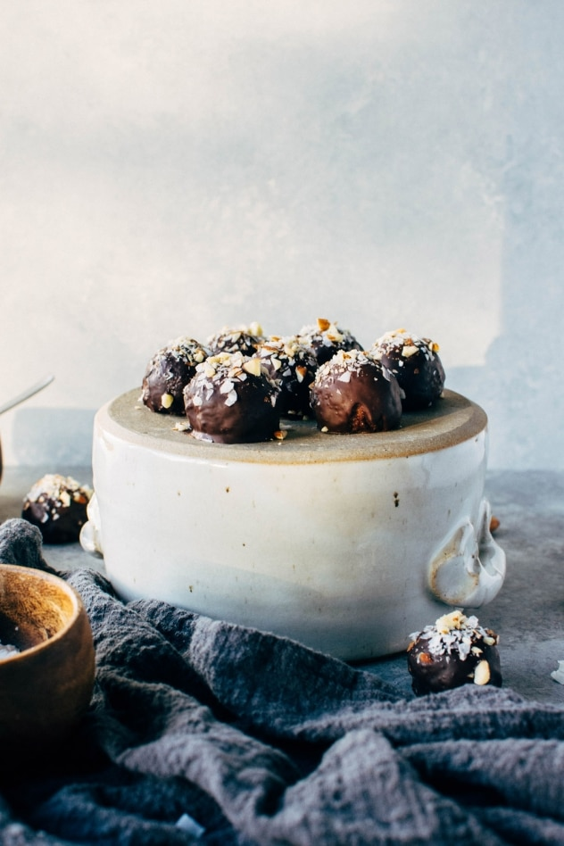 These chocolate coconut almond bliss balls are a crazy easy paleo friendly and vegan dessert made using only the yummiest +cleanest ingredients.