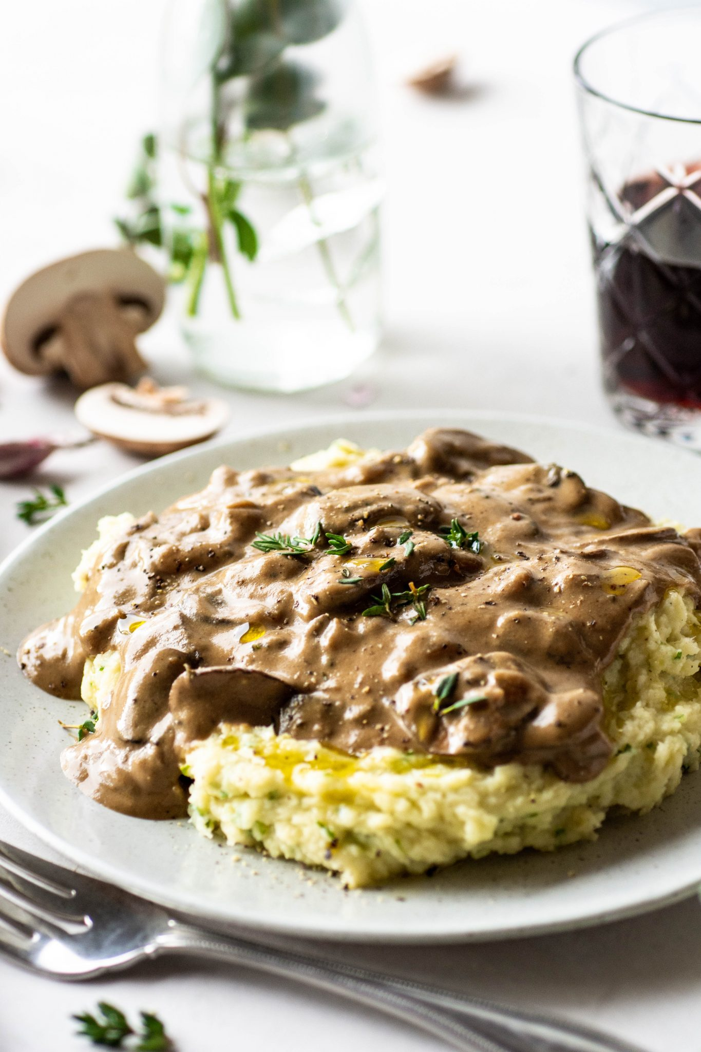 This gluten free and vegan mushroom gravy is the stuff that dreams are made of. Creamy, rich and flavorful, without any gluten or dairy. Make ahead friendly and an easy, healthy recipe that's perfect for the holidays! Gluten free, paleo, vegan and whole30 approved - a crazy delicious gravy for everyone at your table.