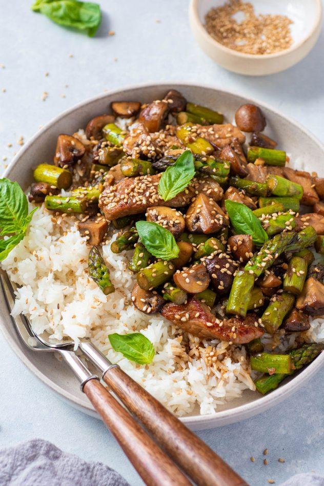 Mushroom and Asparagus Stir Fry (4 of 4)